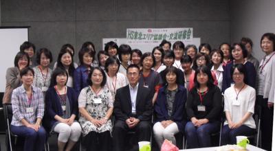 ホームスタート・ジャパン代表理事の西郷先生を囲んで